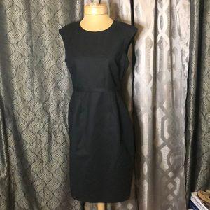 Elie Tahari Size 8 sleek black dress